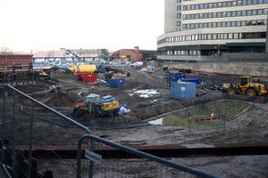 På torsdagen ska svavel och fosfor som hittats under marken vid bygget av Höghushotellet att grävas upp och forslas bort.