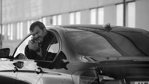 I tv-serien Alex fick Jennie ratta  medan Dragomir Mrsic hängde ut ur bilen och sköt mot förföljarna. Foto: Josef Persson