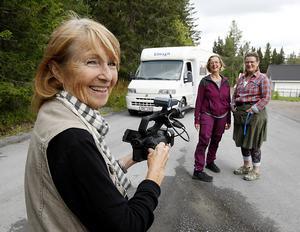 Syskonen Eva Seilitz-Horney och Ann Horney reser just nu runt i Jämtland- Härjedalen i sin husbil för att försöka få fram fakta vad som egentligen hände med deras faster, Jane Horney. Det finns bevis för att Jane Horney var i länet under andra världskriget. Med på resan är också dokumentärfilmaren Ewa Wunderman (närmast kameran).