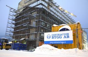 Byggföretaget Hus och Nyproduktion har bytt namn efter att bolaget köptes upp. Nu heter bolaget istället Contractor Bygg i Sundsvall AB.  Ett av projekten som bolaget håller på med är det nya p-huset Stuvaren.