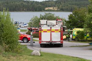 Räddningstjänst, räddningsdykare, ambulans, polis och sjöräddningen hjälpte till i sökinsatsen.