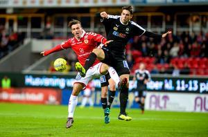 Kalmars Erton Fejzullahu mot Örebros Viktor Tranberg.