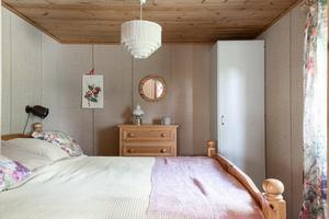 Ett av sovrummen. Foto: Svensk Fastighetsförmedling Fagersta