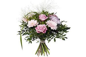 Buketter med rosor i ljusa färger är populära på mors dag. Denna bukett innehåller rosa rosor, rosa germini, storblommig krysanthemum och frodig pistage.Bild: Interflora