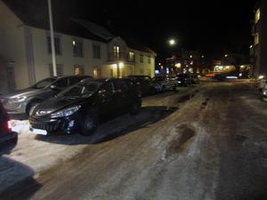 När Odd Fellow i Vansbro hade fest i fredags kväll, blockerades gatan utanför av felparkerade bilar i dubbla rader.