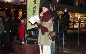 Vendela Tedestam talar på ett torgmöte för första gången.