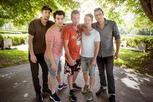 Bandet vid Stora Tuna kyrka. Från vänster: Max Wallberg, Dennis Quintero, Pontus Rönn, André Fransson och Martin Wallberg.