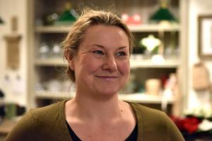 Helena Karlsson berättar att planen, när det hela rullar på, är att anställa ytterligare en person på heltid. Då kan hon också arbeta hemma hos privatpersoner och hos företag där hon hjälper till med styling och inredning.