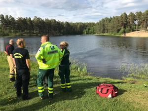 Räddningstjänst och ambulans kom snabbt på plats till Vivstavarvstjärn.
