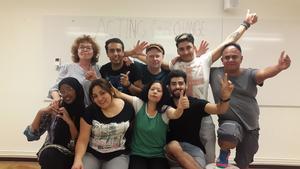 Maria af Malmborg tillsammans med ensemblen i Acting for Change. Foto: Pressbild