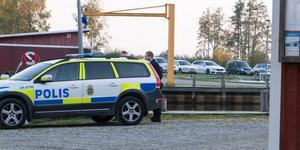 Kroppen togs i land vid hamnen i Stora och Lilla Rävsvik utanför Arboga. Det är fortfarande oklart vad mannen dog av.