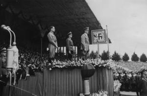 Nationalsocialisterna stod för nationalismen, skriver debattören. På bilden talar Adolf Hitler vid ett partimöte i Nürnberg, 1938. Foto: AP Photo