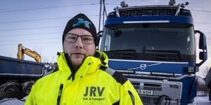 Andreas Nyqvist kör snöröjning och halkbekämpning på E 14.
