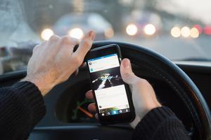 Foto: TT Nyhetsbyrån/ Erik Nylander.Från och med 12 mars blir flera yrkesgrupper undantagna från den nya mobillagen.