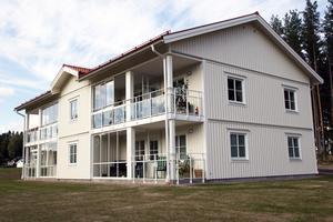 Aefabs typhus består av fyra lägenheter i varje. Den här modellen har även byggts i Edsbyn.