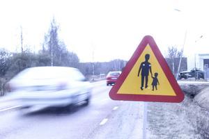 Trafikverket har satt upp nya varningsskyltar på omledningssträckan vid Söderala.