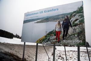 Bilden som hälsar besökare välkomna är tagen i Höga kusten, kommunens dragplåster. Fotograf är Therese Nordfjell.
