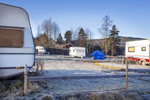 På fredagen stod fortfarande de flesta av långliggarnas vagnar kvar på campingen.