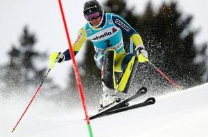 André Myhrer under söndagens slalom i schweiziska Adelboden. Bild: TT Nyhetsbyrån.