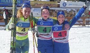 Hanna Öberg, Sofia Myhr och Anna Magnusson tog en silvermedalj i stafett under junior-VM i skidskytte i går. Det var den fjärde medaljen på JVM för de svenska tjejerna. Foto: Skidskytte.se
