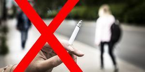 Varför har lagen kommit till? Jo, för att rökare inte tar hänsyn, skriver signaturen.