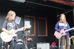 Neo Pettersson och Lucas Fleen gjorde ett andra framträdande. Denna gång bjöd de på The unforgiven.