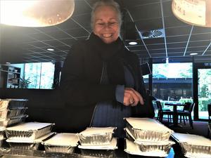 Åsa Alexandersson på Fenix 019 gläds åt matlådorna som verkligen kommer till nytta.