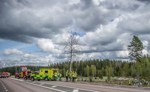 Den man som skadades svårt i en trafikolycka på riksväg 68 under måndagen vårdas på Akademiska sjukhuset i Uppsala och hans skador beskrivs som allvarliga men inte livshotande. Foto: Niklas Hagman