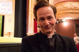 Anders Hambraeus har tidigare spelat komedier, men inte regelrätt fars. – Nej, inte fars men åt det hållet, säger han.