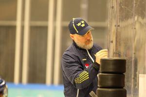 Rikard Grönborg lägger upp taktiken inför den första matchen mot Norge i Östersund.