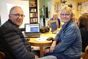 Ylve och Ann-Marie Johansson besökte Kulturcentrum i Ramsberg. Där fick de titta i gamla kyrkböcker. Ann-Marie tror att det här är startskottet till släktforskning för hennes del.