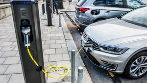 Ett växande problem för synskadade är tysta fordon som el- och hybridbilar, skriver insändarskribenterna.