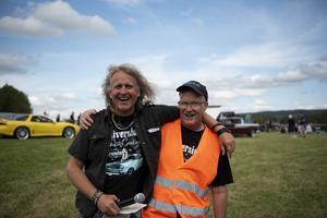 Tomas Hårfager NIlsson och Leif Pettersson från Riverside Cruises är mycket tacksamma för all hjälp de fått från bland andra Kyrkdals IK för att kunna arrangera bilträffen.