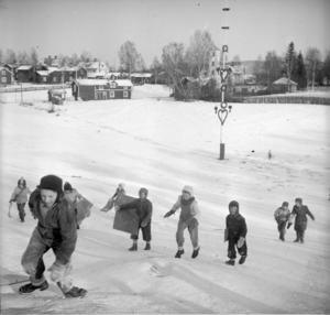 Gropen är och har varit en uppskattad lekplats för bygdens barn och ungdomar. (Foto: Anders Åkernäs / Leksand Lokalhistoriska arkiv)