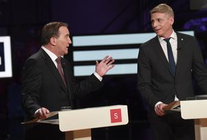 Socialdemokraternas partiledare Stefan Löfven (S) och Miljöpartiets språkrör Per Bolund (MP) under söndagens partiledardebatt i SVT:s Agenda.Foto: Fredrik Sandberg / TT