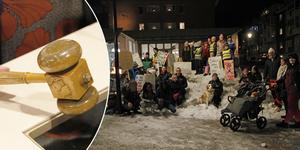 Ett 50-tal personer demonstrerade utanför Ljusdals kommunhus, för att rädda byskolan – men efter två voteringar klubbades nedläggningen.