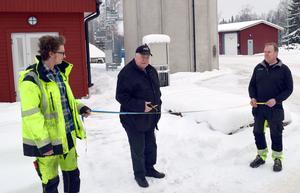 Kommunfullmäktiges ordförande Alf Johansson förrättade invigninmgen framför ett torn som rymmer 130 kubikmeter avloppsvatten och är