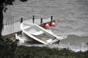 SMHI varnar för kuling på Vänern och det kan vara farligt att ge sig ut med mindre båtar på sjön. Bilden är en genrebild från annat tillfälle.