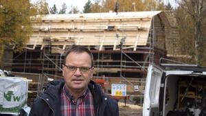 Bo Markusson har lämnat in en ny ansökan om bidrag till  den allt dyrare restaureringen av sädesmagasinet på Lögdö bruk.