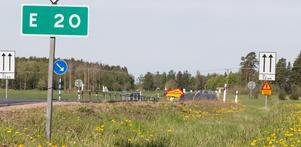 Göran Jonsson säger att välja annan väg över Stora Sundby för att köra från Kungsör till Eskilstuna blir en omväg på flera mil.