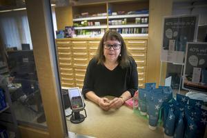 Förra året blev Monica Norum utsedd till årets serviceperson i Krokoms kommun. Nu ska apoteket där hon jobbat i nästan 20 år läggas ned.