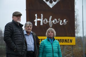 Leif Skogsberg, Staffan Berglind och Margareta Skogsberg menar att det är olagligt att skylta med ortsnamnet Hofors i Torsåker.