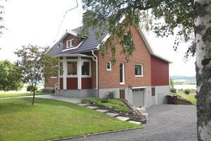 Det här huset i Österalnäs utanför Örnsköldsvik såldes för 3 050 000 kronor. Foto: Skandiamäklarna