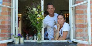 Denise och Bjarne Keyser driver tillsammans det vegetariska caféet Atmajala i centrala Norrtälje.