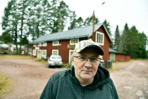 Leif Wiberg utanför verksamheten.