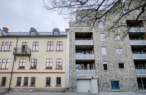 Gammalt och nytt. Sida vid sida ligger två av Öbos senaste fastigheter i projektet Kungsplan. T v den gamla byggnaden från 1904 som använts som kontorshotell sedan 1970-talet, t h det nya huset med sina inbyggda balkonger.