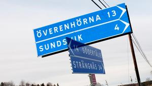 Från korsningen på Gamla Strängnäsvägen är det fyra kilometer till Sundsvik. Foto: Paola N Andersson
