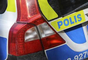 En polispatrull stoppade en personbil i Långshyttan för kontroll. Föraren av den stoppade bilen är misstänkt för att ha kört bil påverkad.