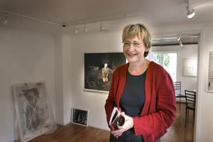 2005 öppnade Ulla Löfdahl Reimerson det då lilla Kaz Galleri i två små rum i Karlheinz Sauers röda 1700-tals hus på Skolgatan. Foto: Anders Forsell