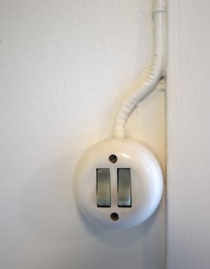 Lars Berglin har ett sinne för tidstypiska detaljer som eldragning och strömbrytare.
